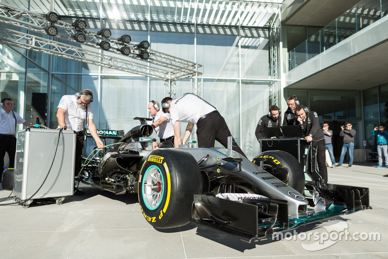 [Imagen: f1-petronas-global-research-and-technolo...ineers.jpg]