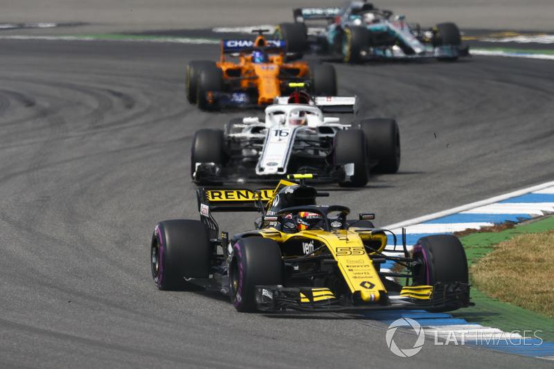 Карлос Сайнс-мол., Renault Sport F1 Team R.S. 18, попереду суперників