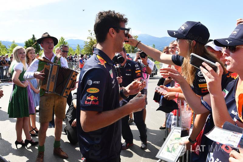 Daniel Ricciardo, Red Bull Racing fait un selfie