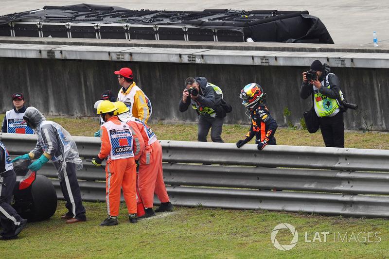 Daniel Ricciardo, Red Bull Racing detenido en la pista