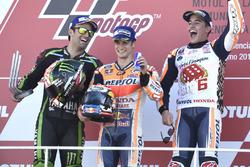 Podio: segundo lugar Johann Zarco, Monster Yamaha Tech 3, ganador de la carrera Dani Pedrosa, Repsol Honda Team, tercer lugar y campeón del mundo Marc Márquez, Repsol Honda Team