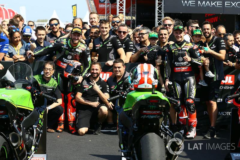 Ganador, Tom Sykes, Kawasaki Racing, segundo, Jonathan Rea, Kawasaki Racing