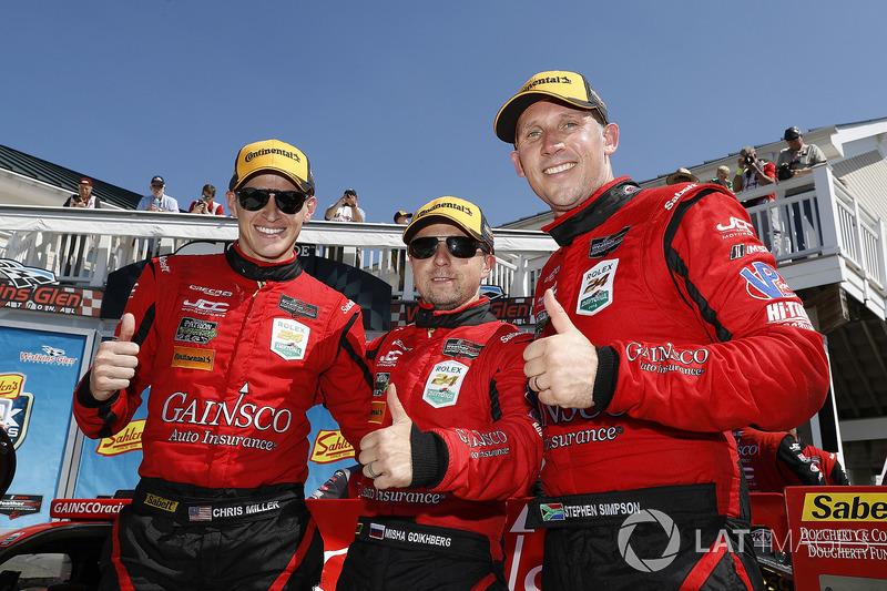 #99 JDC/Miller Motorsports ORECA 07, P: Stephen Simpson, Mikhail Goikhberg, Chris Miller festeggiano nella Victory Lane