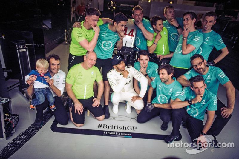 Ganador de la carrera Lewis Hamilton, Mercedes-Benz F1