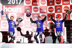 Podium: racewinnaars Katsuyuki Nakasuga, Alex Lowes, Michael Van Der Mark, Yamaha Factory Racing Team