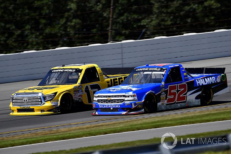 Cody Coughlin, ThorSport Racing Toyota y Stewart Friesen, Elaine Larsen Motorsports Chevrolet