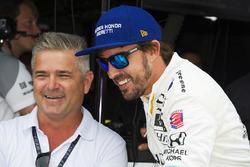 Fernando Alonso, Andretti Autosport Honda talks to Gil de Ferran