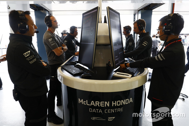 Yusuke Hasegawa, jefe de Honda F1 e ingenieros de McLaren