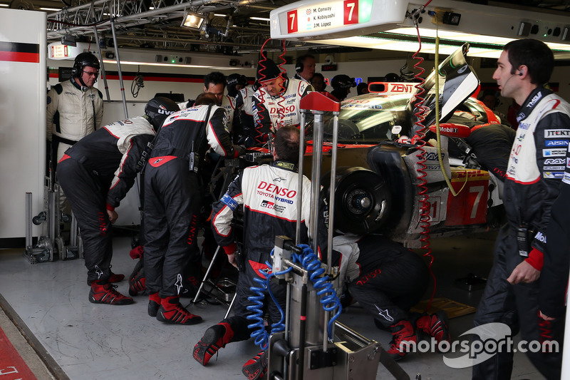 #7 Toyota Gazoo Racing Toyota TS050 Hybrid: Mike Conway, Kamui Kobayashi, Jose Maria Lopez in the garage