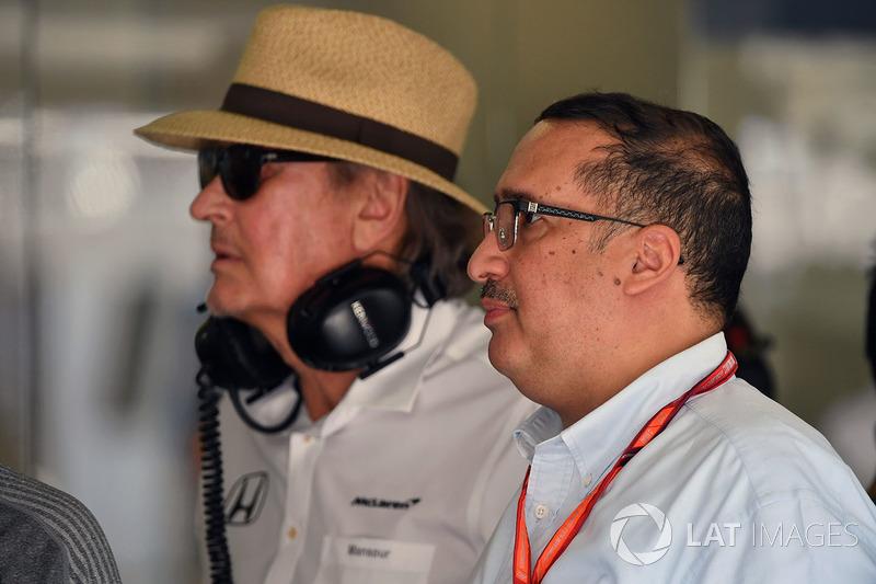 El Jeque Mohammed bin Essa Al Khalifa, Director Ejecutivo de la Junta de desarrollo económico de Bahrein y accionista de McLaren y Mansour Ojjeh,TAG