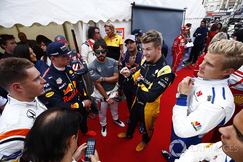 Stoffel Vandoorne, McLaren; Max Verstappen, Red Bull Racing; Fernando Alonso, McLaren; Carlos Sainz Jr., Scuderia Toro Rosso; Nico Hülkenberg, Renault Sport F1 Team; Marcus Ericsson, Sauber