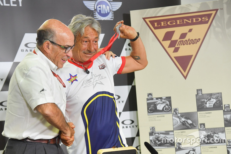 Marco Lucchinelli y Carmelo Ezpeleta, CEO de Dorna Sports