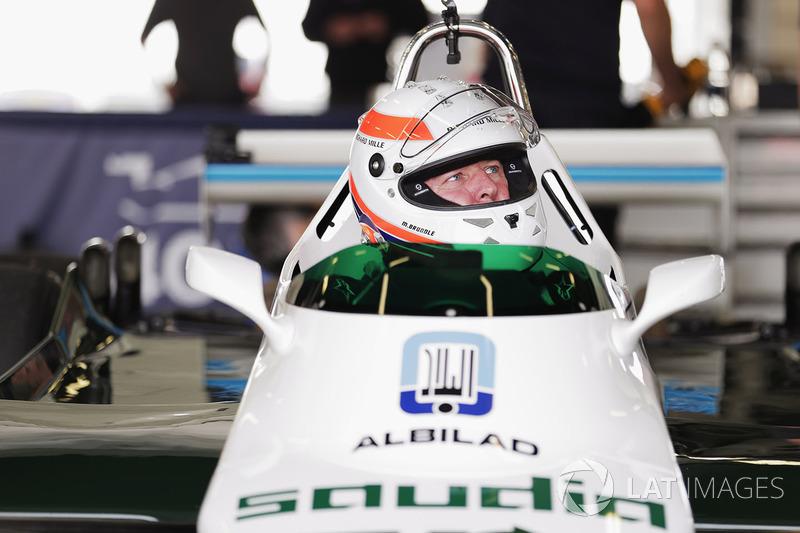 Martin Brundle ve Altı tekerlekli Williams FW08