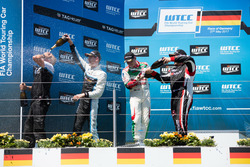 Podium Race 2: Nicky Catsburg, Polestar Cyan Racing, Volvo S60 Polestar TC1, Norbert Michelisz, Honda Racing Team JAS, Honda Civic WTCC, Rob Huff, All-Inkl Motorsport, Citroën C-Elysée WTCC