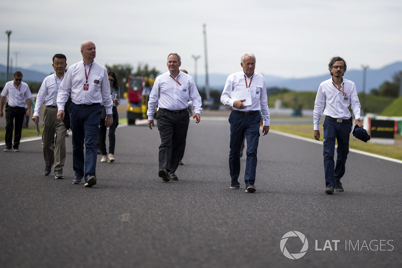 Laurent Mekies, director de seguridad de la FIA y Charlie Whiting, delegado de la FIA Delegate