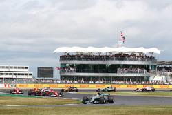 Lewis Hamilton, Mercedes F1 W08, führt