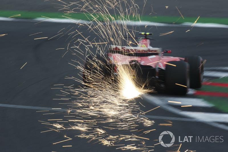 Кімі Райкконен, Ferrari SF70H, іскрить