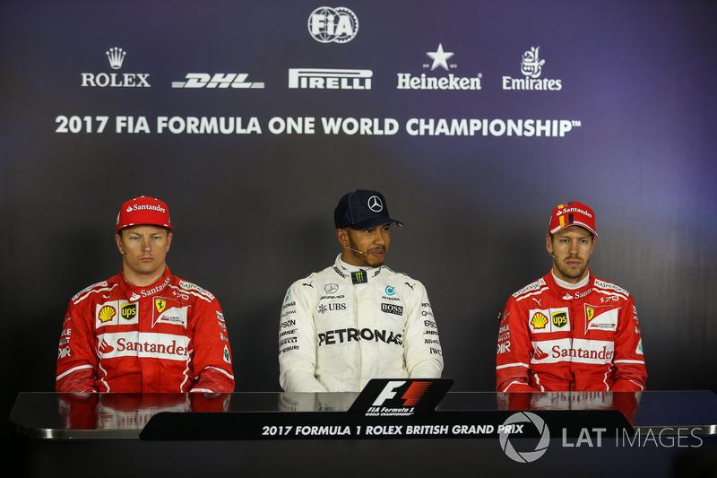 Kimi Raikkonen, Ferrari, Lewis Hamilton, Mercedes AMG F1 y Sebastian Vettel, Ferrari en la Conferencia de prensa