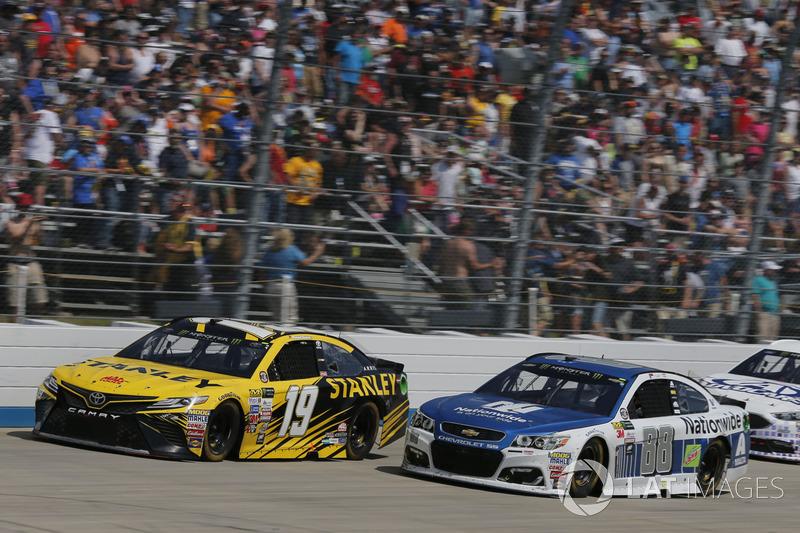 Dale Earnhardt Jr., Hendrick Motorsports, Chevrolet; Daniel Suárez, Joe Gibbs Racing, Toyota