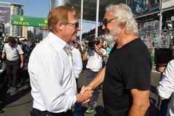 Danny Sullivan, commissaire de la FIA et Flavio Briatore