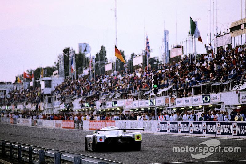 #63 Team Sauber Mercedes, Sauber C9 Mercedes-Benz: Jochen Mass, Manuel Reuter, Stanley Dickens