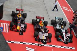 Temporada 2017 F1-malaysian-gp-2017-daniel-ricciardo-red-bull-racing-rb13-max-verstappen-red-bull-racing