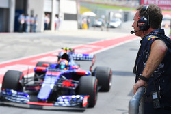 Christian Horner, Red Bull Racing Team Principal and Carlos Sainz Jr., Scuderia Toro Rosso STR12