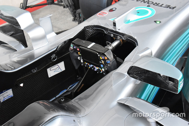 Mercedes AMG F1 W08 kokpit detay