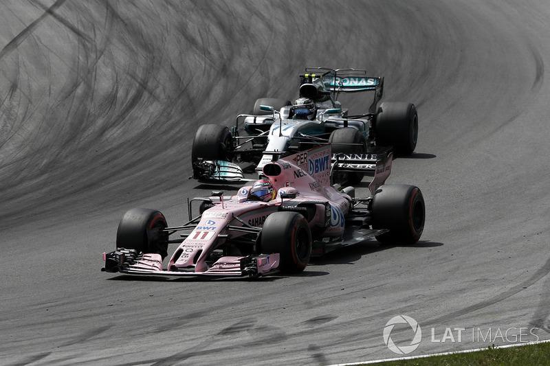Sergio Perez, Sahara Force India VJM10, Valtteri Bottas, Mercedes AMG F1 F1 W08