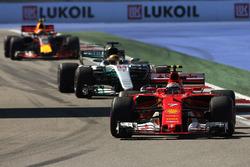 Kimi Raikkonen, Ferrari SF70H, Lewis Hamilton, Mercedes AMG F1 W08, Max Verstappen, Red Bull Racing RB13