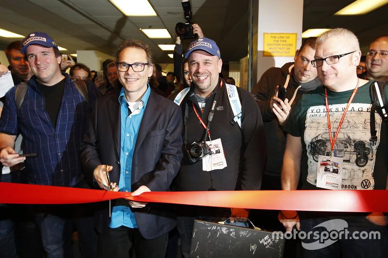 Jacques Villeneuve abre el Autosport International Show el domingo