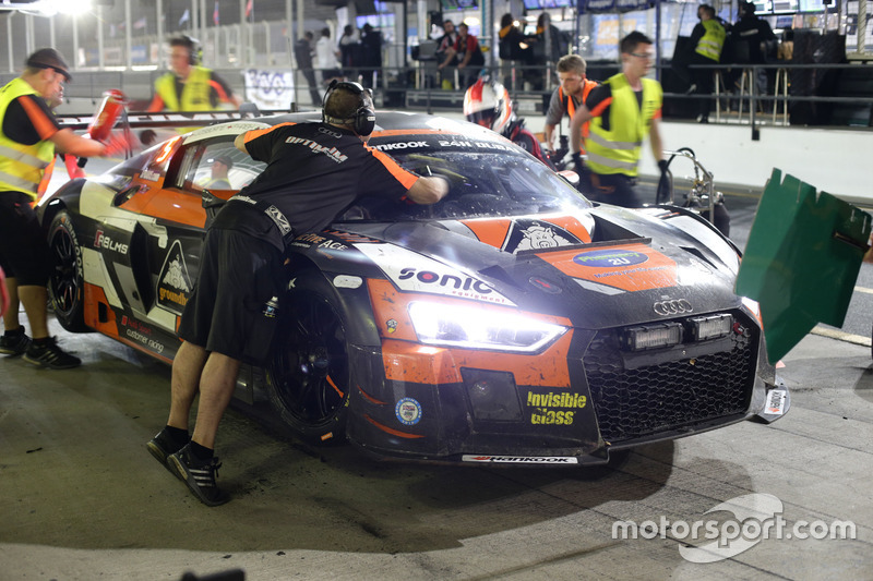 Pit stop #14 Optimum Motorsport Audi R8 LMS: Joe Osborne, Flick Haigh, Ryan Ratcliffe, Christopher Haase