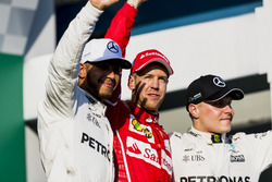 Lewis Hamilton, Mercedes AMG, Sebastian Vettel, Ferrari, y Valtteri Bottas, Mercedes AMG, en el podio