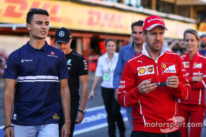 Pascal Wehrlein, Sauber and Sebastian Vettel, Ferrari