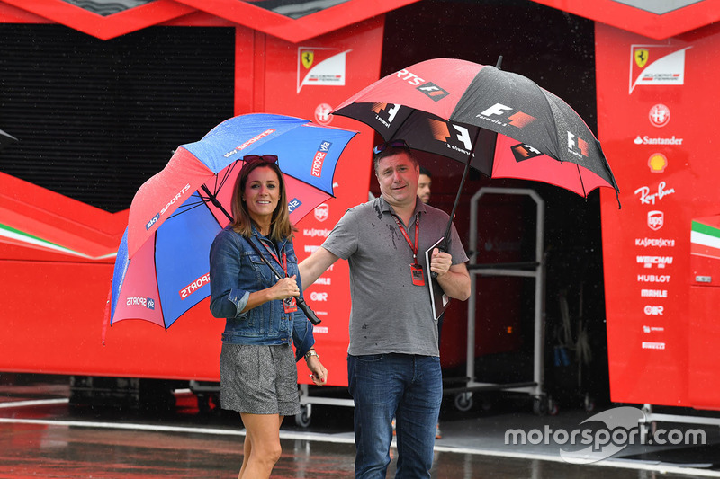 David Croft, Sky TV Comentarista y Natalie Pinkham, Sky TV