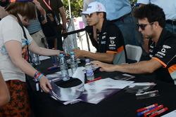 Гонщики Sahara Force India F1 Серхио Перес и Эстебан Окон