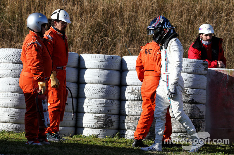 Lance Stroll, Williams FW40 crashed into a tyre barrier