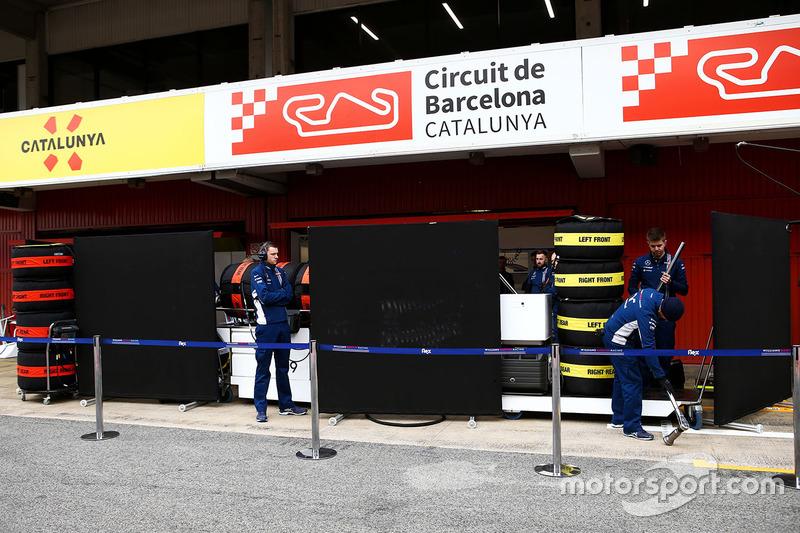 Boards up outside the Sauber C36 garage