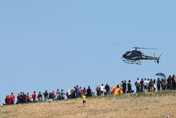 Fans und Hubschrauber