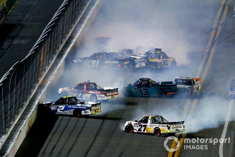 Christian Eckes, Kyle Busch Motorsports, Toyota Tundra SiriusXM, Myatt Snider, ThorSport Racing, Ford F-150 and Sheldon Creed, GMS Racing, Chevrolet Silverado United Rentals/A.M.Ortega crash