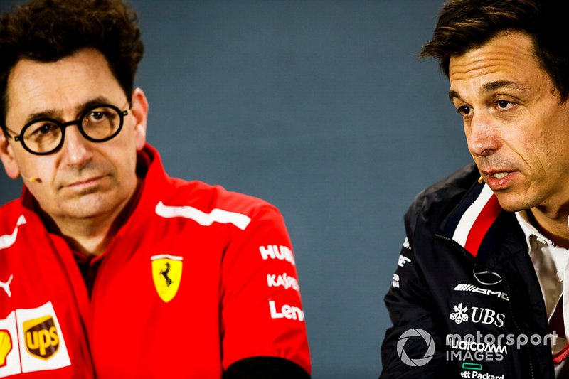 Mattia Binotto, Team Principal, Ferrari, et Toto Wolff, directeur exécutif, Mercedes AMG
