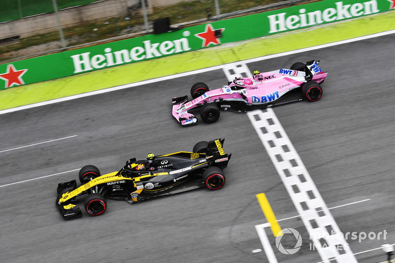 Естебан Окон, Racing Point Force India VJM11 та Карлос Сайнс-мол, Renault Sport F1 Team R.S. 18