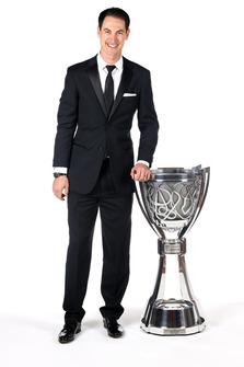 Il Campione Joey Logano, Team Penske, con il trofeo
