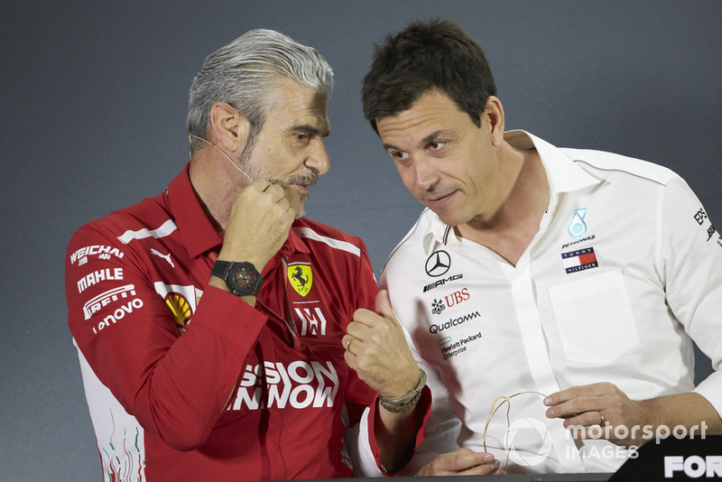 Maurizio Arrivabene, Team Principal, Ferrari, Toto Wolff, Executive Director (Business), Mercedes AMG