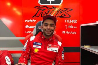 Danilo Petrucci dans le stand Ducati