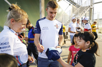 Sergey Sirotkin, Williams Racing, signs autographs for grid kids