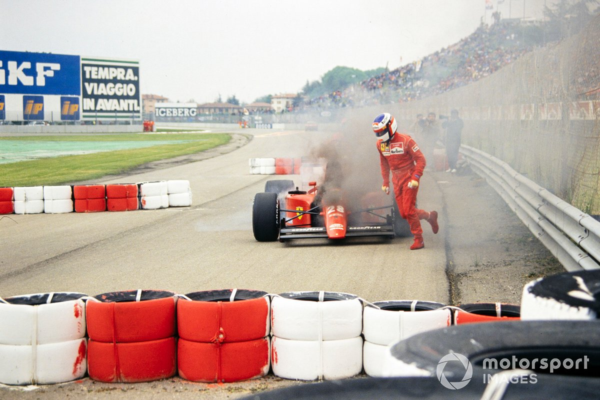 Jean Alesi, Ferrari 642, runs from his burning car