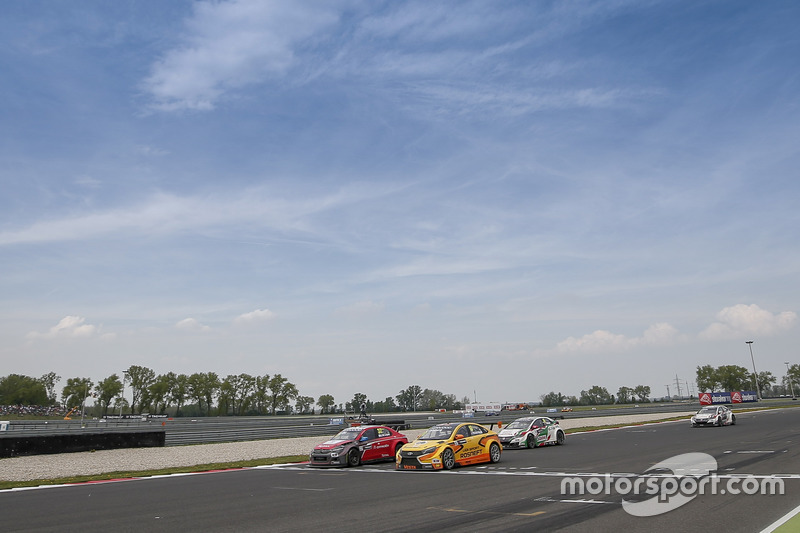 Хосе-Марія Лопес, Citroën World Touring Car Team, Citroën C-Elysée WTCC; Нікі Катсбург, LADA Sport R