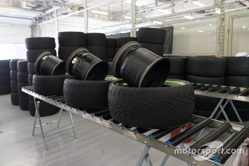 Pirelli garage
