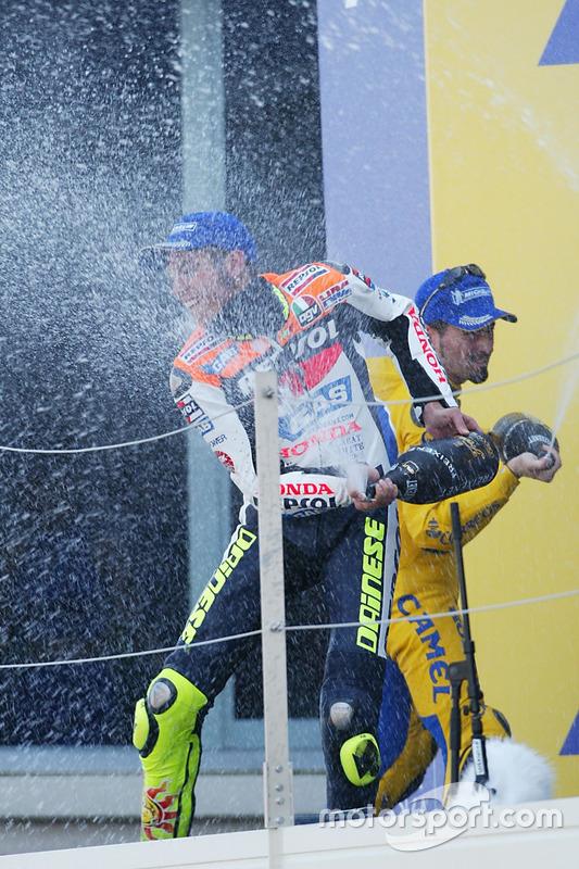 Podio: ganador Valentino Rossi, del equipo Repsol Honda